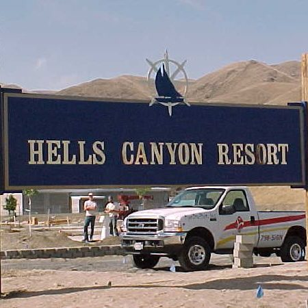 hells-canyon-resort